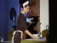 jessyka swan, servante dévouée pour son chatelain prête à une sodomie pour satisfaire son patron ! Video x HD - duree :: - le 18.04.2014 00:05:06