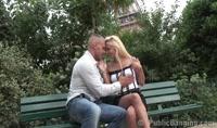 Ce couple de fou furieux baisent devant les passants et touristes juste sous la tour Eiffel à Paris film x hd, duree 17:37 - le 01.10.2014 00:06:37