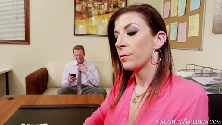 video porno, secrétaire chaudasse duree 27:26 - le 27.03.2015 17:39:39