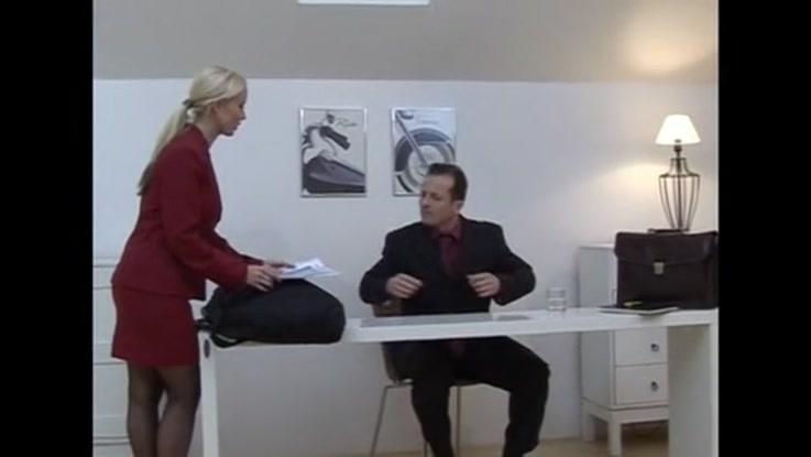 video porno, secrétaire chaudasse duree 32:32 - le 27.03.2015 17:40:11