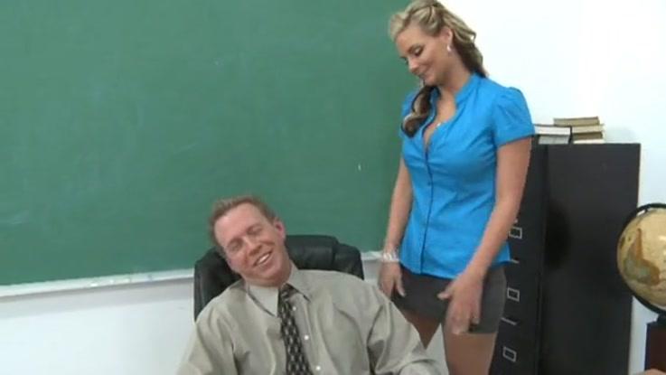 video porno, secrétaire chaudasse duree 25:51 - le 27.03.2015 17:40:19